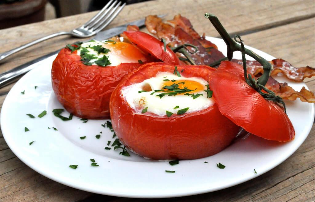 Baked Tomato Egg Breakfast